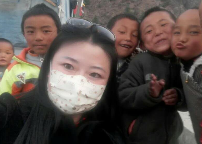 Xuejie and Tibetan kids