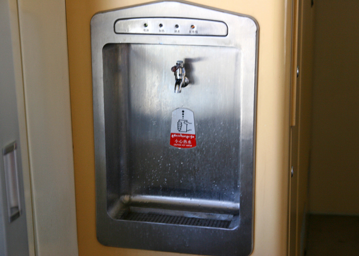 Drinking water or hot water supply on Tibet train